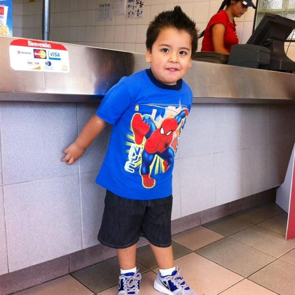 Photo taken at McDonald's by Charmo H. on 8/25/2013
