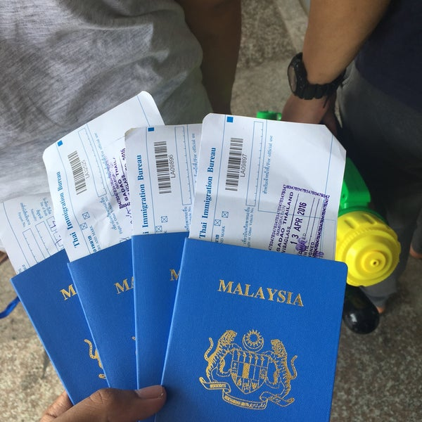 Photo taken at Bukit Kayu Hitam Immigration Complex by Amirul A. on 4/14/2016
