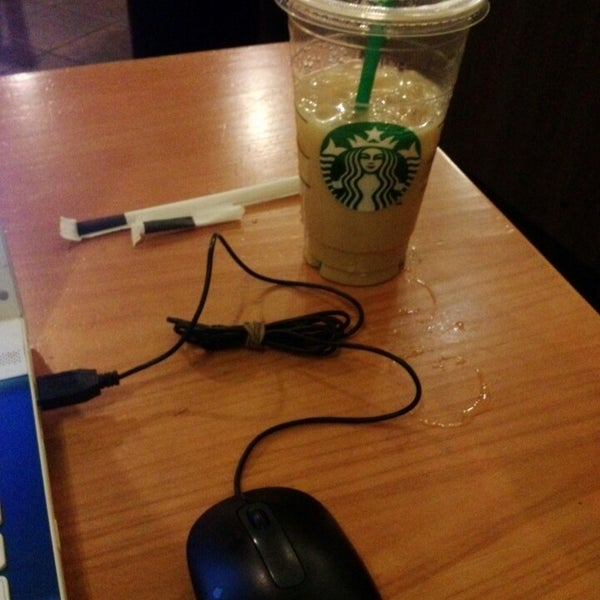 Photo taken at Starbucks by Arqui C. on 7/24/2013