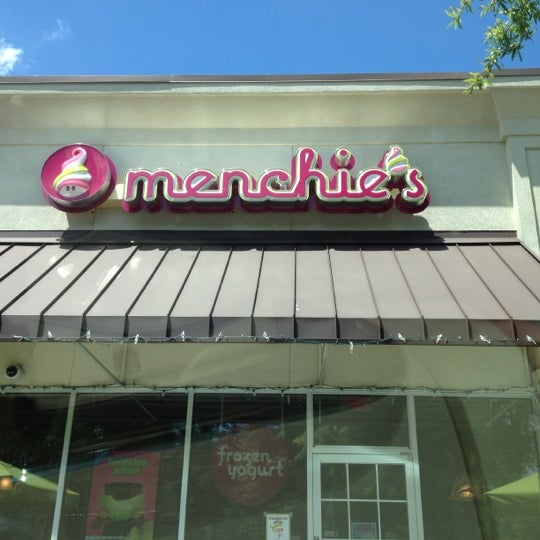 Photo taken at Menchie's Frozen Yogurt by Kym H. on 7/22/2012