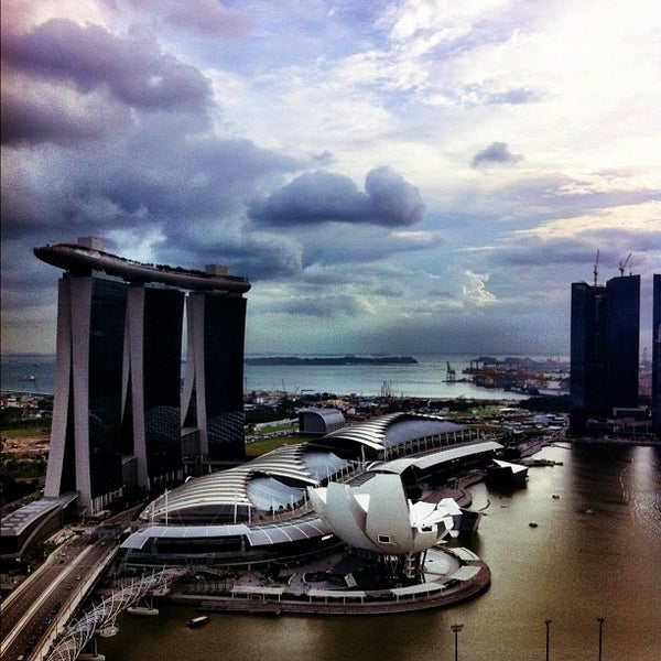 Photo taken at The Ritz-Carlton, Millenia Singapore by Leo J. on 12/1/2011