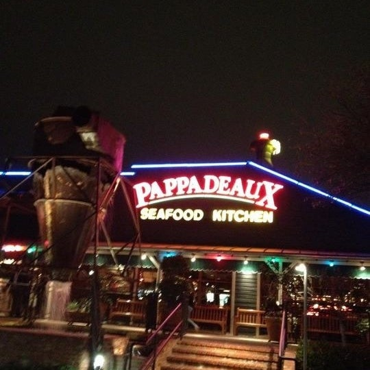 Photo taken at Pappadeaux Seafood Kitchen by Ted M. on 2/10/2012