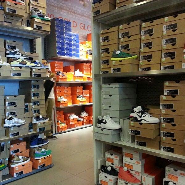 nike factory outlet sporting goods shop. Black Bedroom Furniture Sets. Home Design Ideas