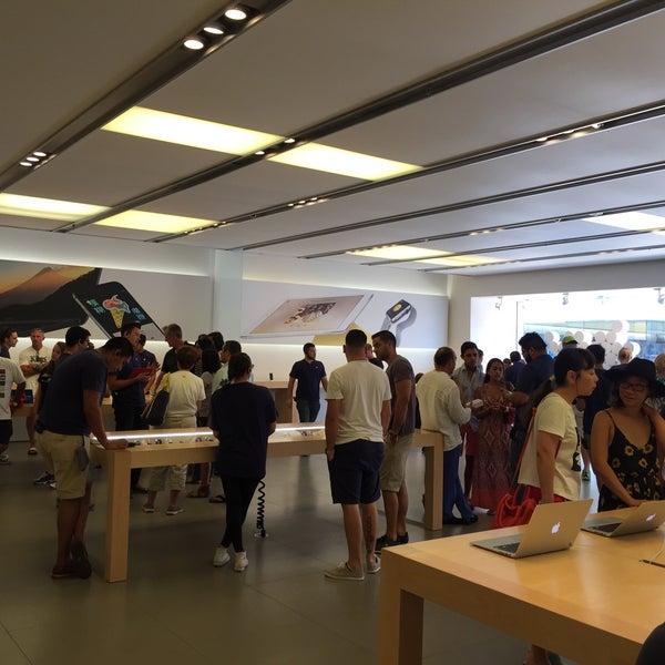 Photo taken at Apple La Cantera by Dario S. on 8/30/2015