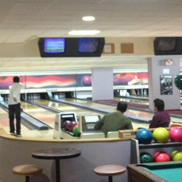 Bowling charras bowling alley in h tel de ville - Piscine charras courbevoie ...
