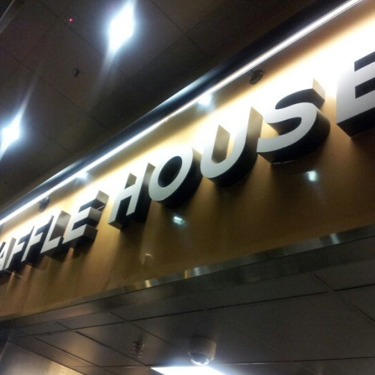 Photo taken at Waffle House by Swurv R. on 10/12/2012