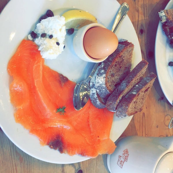 Photo taken at Le Pain Quotidien by Moaath A. on 9/25/2016