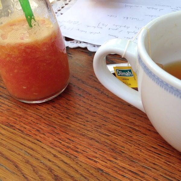 Bufet sniadaniowy pycha :) + soki ze swiezo wyciskanych pomaranczy i grapefruitow :). Krowka do kawy super :). Fajny klimat :)