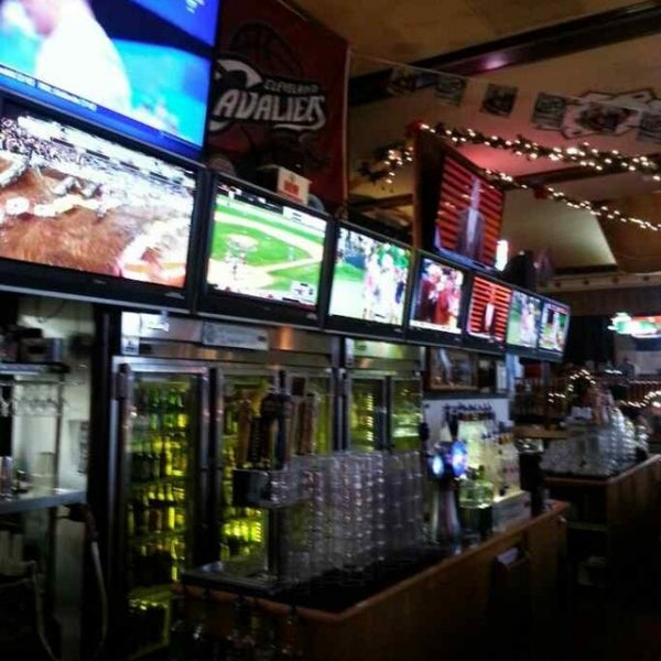 Photo taken at Winking Lizard Tavern by John R. on 7/20/2013