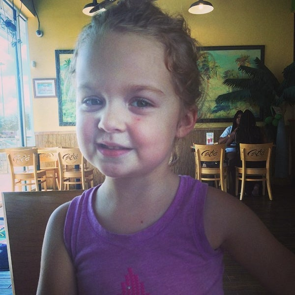 Photo taken at Tropical Smoothie Cafe by Kris K. on 9/16/2014