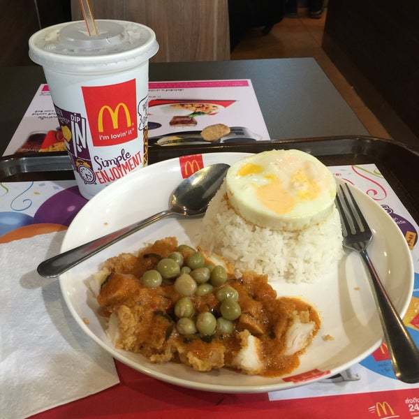 Photo taken at McDonald's by Chu Yeong Y. on 8/14/2016