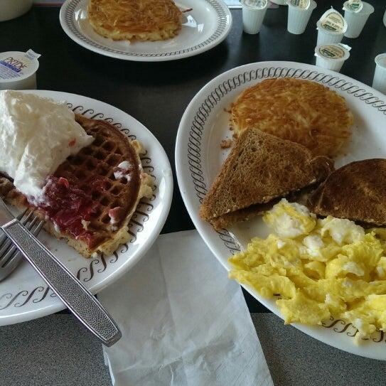 Photo taken at Waffle House by Karthik M. on 12/21/2013