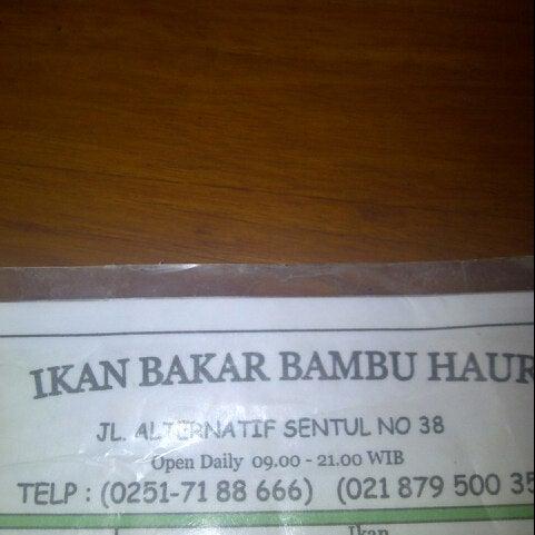 Photo taken at Ikan Bakar Bambu Haur by Wiwiet M. on 5/19/2013