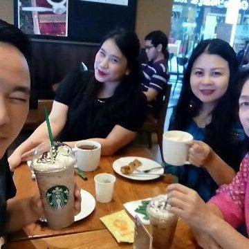 Photo taken at Starbucks by Lina K. on 4/5/2015