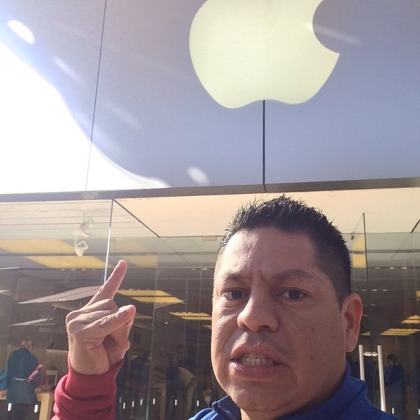 Photo taken at Apple Store, La Cantera by Luish R. on 11/17/2014