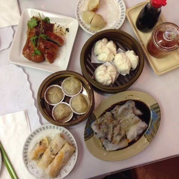 Photo taken at Canton Dim Sum & Seafood Restaurant by Xi-Er D. on 11/16/2014
