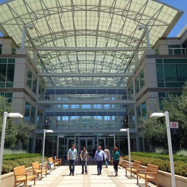 Photo taken at Apple Inc. by Amit G. on 7/10/2014