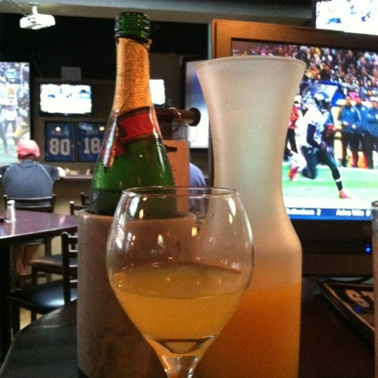 Photo taken at Stadium Sports Bar & Restaurant by Peter B. on 10/7/2012