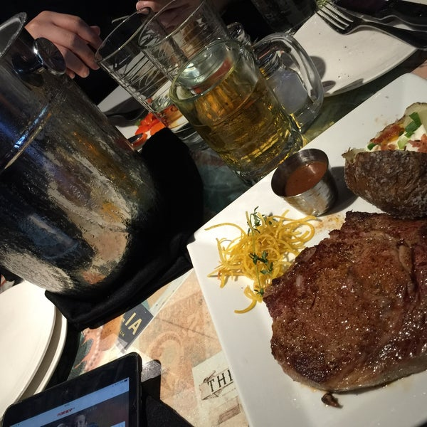 Photo taken at Outback Steakhouse by Welson T. on 5/22/2016