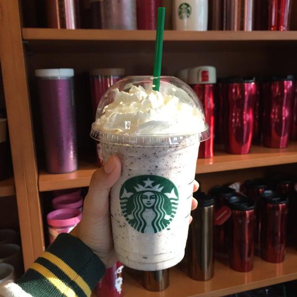 Photo taken at Starbucks (สตาร์บัคส์) by Foofee P. on 2/1/2015