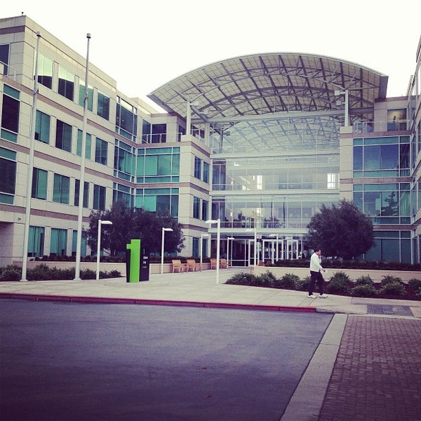 Photo taken at Apple Inc. by Brian F. on 1/7/2013