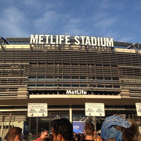 Photo taken at MetLife Stadium by María R. on 7/27/2013