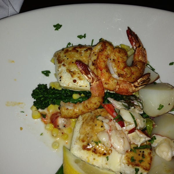 Photo taken at Pappadeaux Seafood Kitchen by Syla L. on 5/30/2013