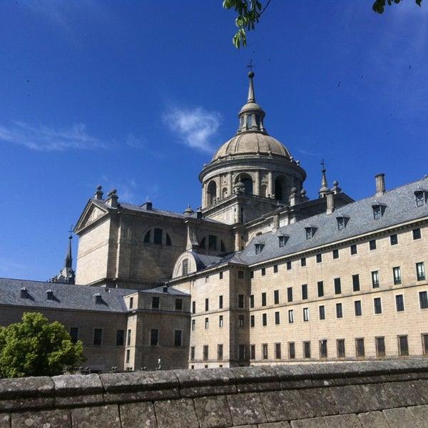 Photo taken at Monasterio de San Lorenzo de El Escorial by Pallo T. on 6/27/2013