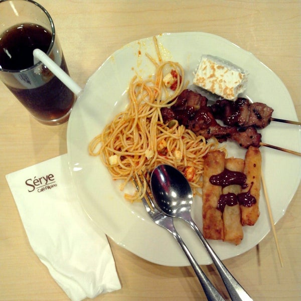 Photo taken at Sérye Café Filipino by Tristan Ray B. on 8/15/2013