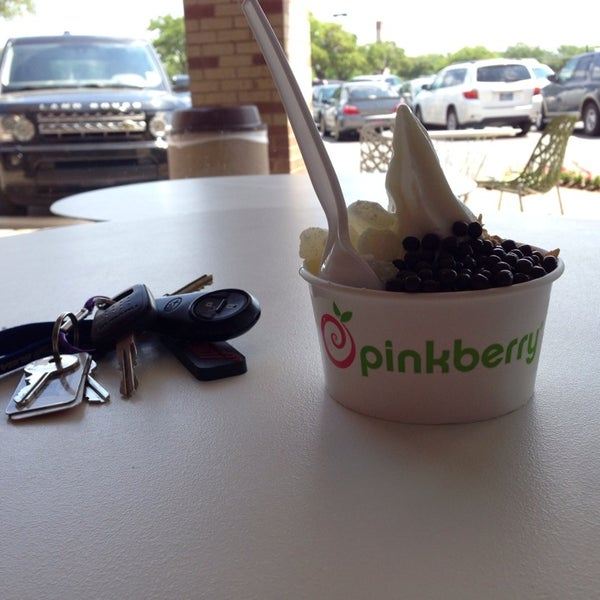 Photo taken at Pinkberry by Tabytha J. on 4/23/2014