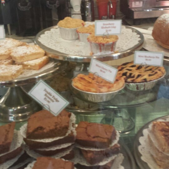 Photo taken at Magnolia Bakery by Naif A. on 6/26/2013