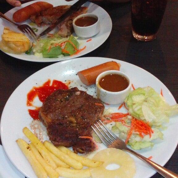 Photo taken at Santa Fé Steak (ซานตา เฟ่ สเต็ก) by May M. on 6/18/2014