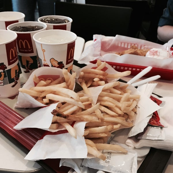 Photo taken at McDonald's by Hafz 💋 on 2/26/2016