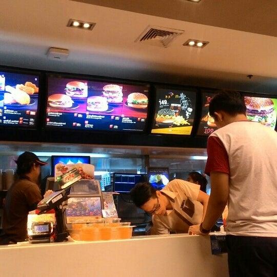 Photo taken at McDonald's (แมคโดนัลด์) by Mike R. on 11/22/2015