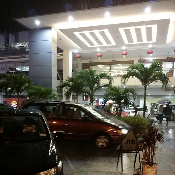 Photo taken at Times Square Shopping Centre by Kamarul A. on 3/27/2014
