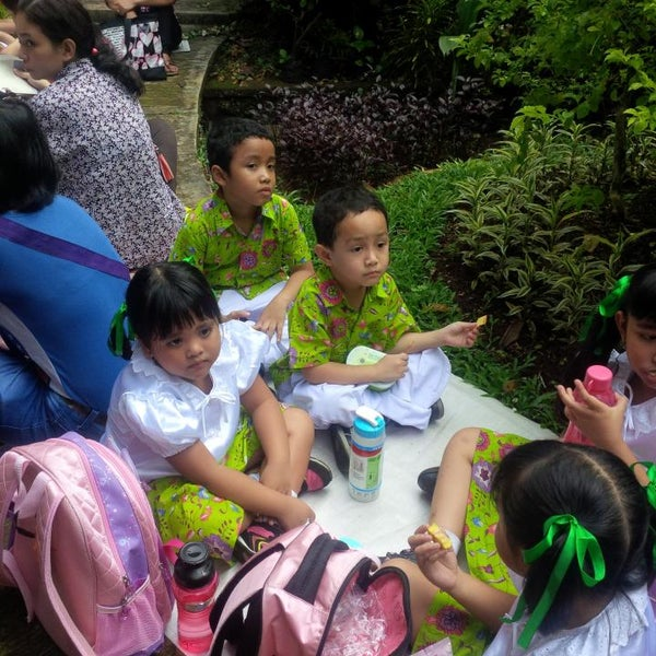 Photo taken at Kebun Binatang Ragunan by Elvinateshiloh'smom S. on 3/27/2014