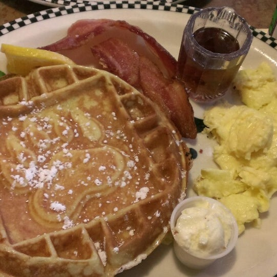 Photo taken at Gilbert Black Bear Diner by Lilli F. on 9/13/2014