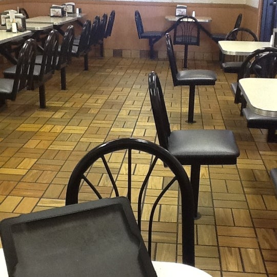 "Photo taken at Hardee's by Jose ""JR"" V. on 2/27/2012"