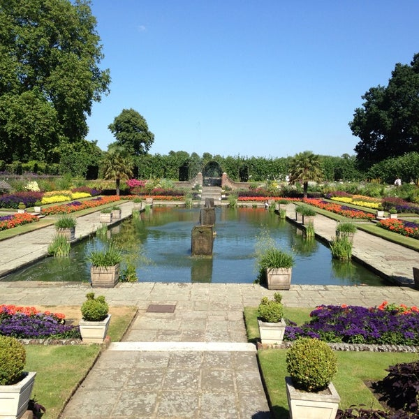 Photo taken at Kensington Gardens by Lina V. on 7/19/2013