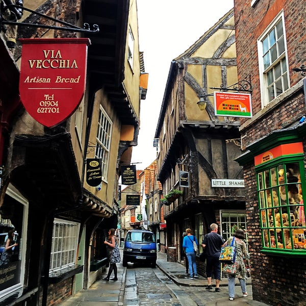 Where's Good? Holiday and vacation recommendations for York, United Kingdom. What's good to see, when's good to go and how's best to get there.