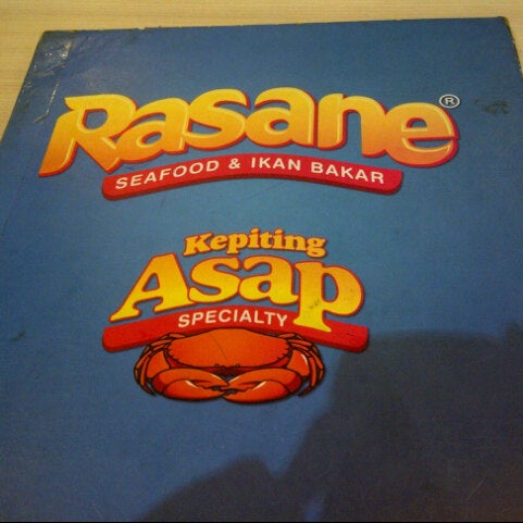Photo taken at Rasane Seafood & Ikan Bakar by Azizah H. on 6/14/2013