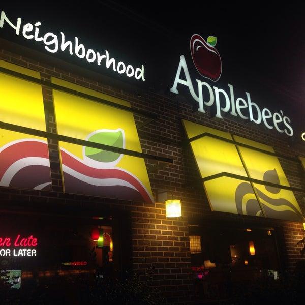 Photo taken at Applebee's by Ömer Y. on 11/4/2015
