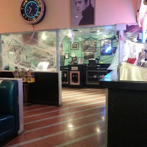 Photo taken at 59 Diner by MadPlanet on 10/24/2013