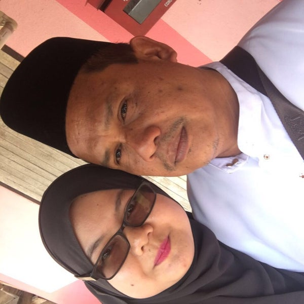 Photo taken at Bukit Kayu Hitam Immigration Complex by Fatin N. on 5/1/2016