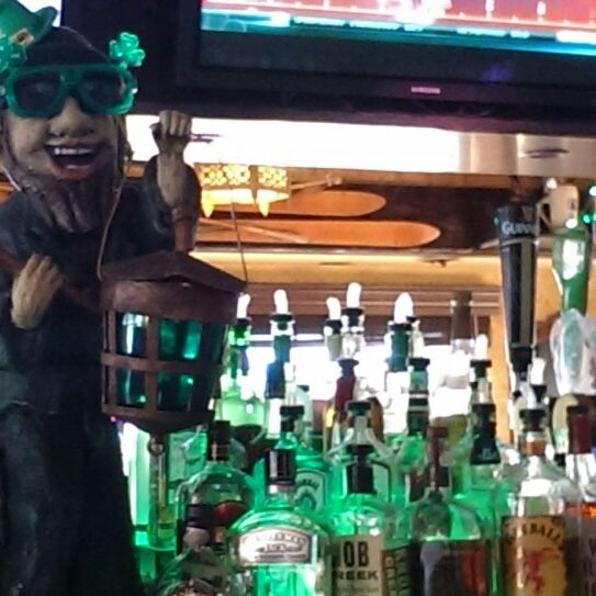 Photo taken at Finn McCool's Irish Sports Pub by Jb T. on 8/26/2013