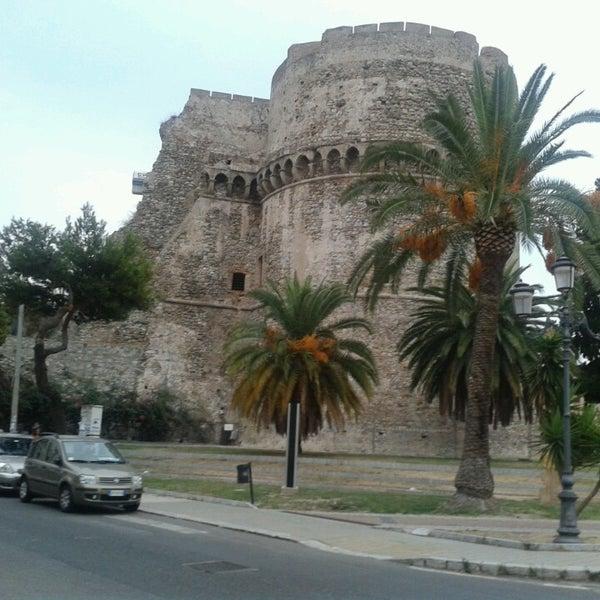 Castello aragonese castle for Aragonese cuisine