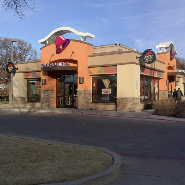 Photo taken at Taco Bell by Stephanie C. on 1/16/2014