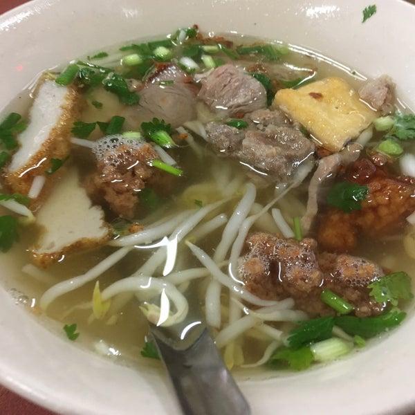 Photo taken at ร้านยกเข่ง (โล่งโต้ง) by nodphat on 9/24/2016