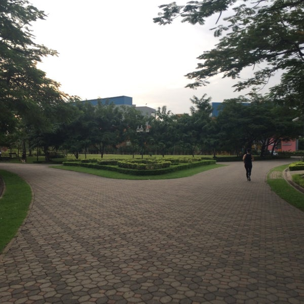 Photo taken at Queen Sirikit Park by Pete on 10/15/2016