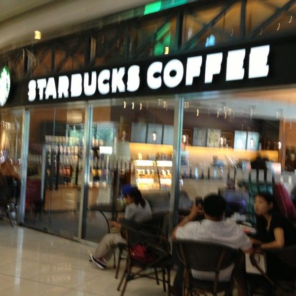 Photo taken at Starbucks 星巴克 by Will 李. on 9/16/2013